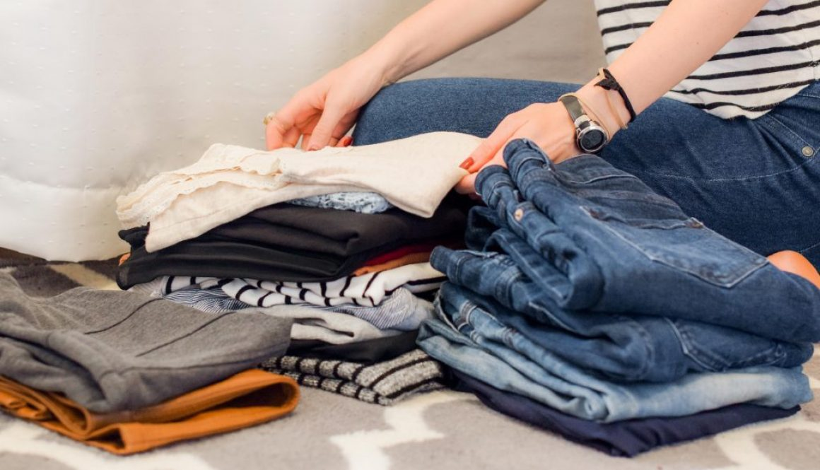 Live more with less, and leave the clutter behind with this closet clean out guide. Clearing unnecessary items out your closet will simplify your wardrobe and your life.
